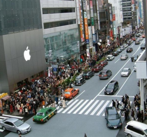 Photo of a long line at an Apple Store
